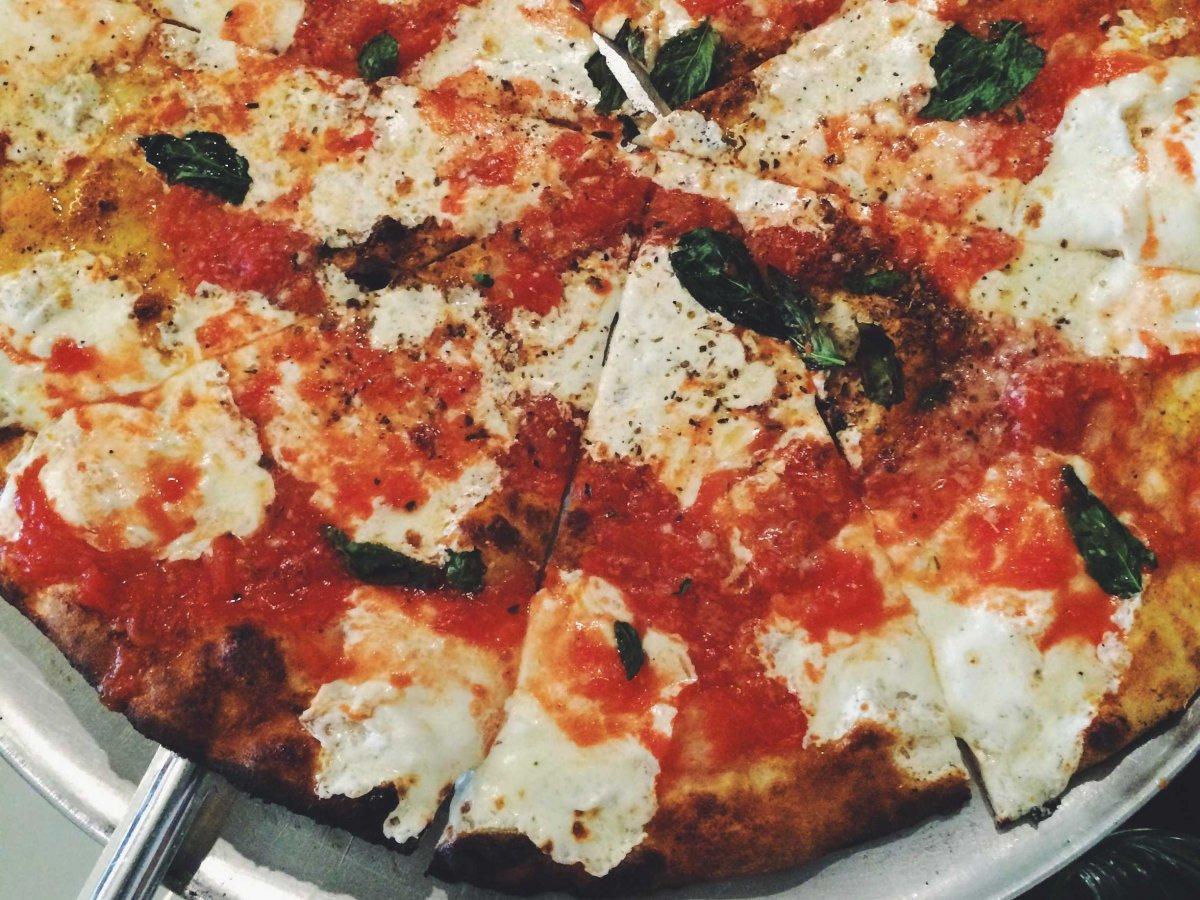 11-pizza-52-Franklin-Liquors